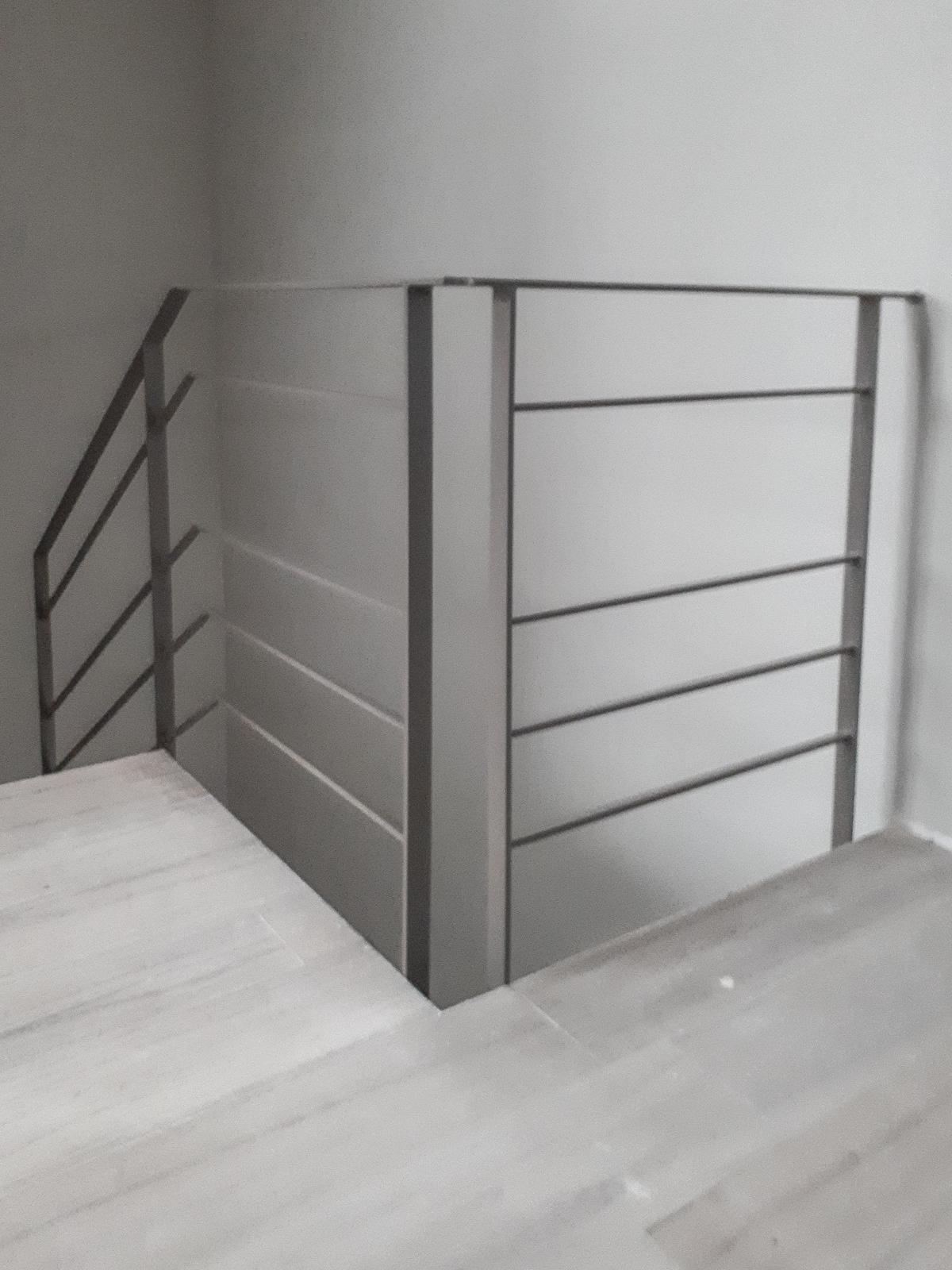 Balaustra con struttura in ferro - Bracciali Scale